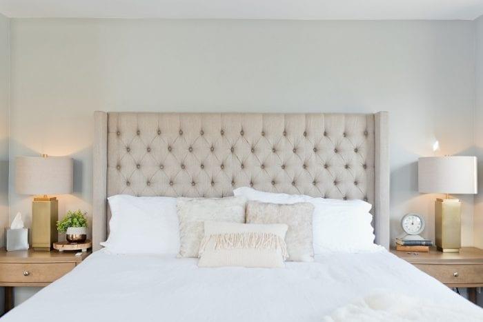 Спальня в светло-серых тонах
