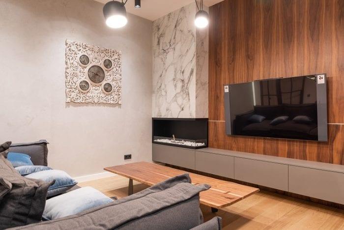Потолочные светодиодные лампы в центре комнаты